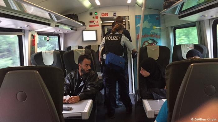 Полицейские в поезде Будапешт-Мюнхен