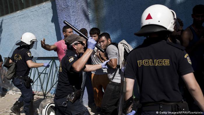 Griechenland Ausschreitungen zwischen Flüchtlingen und Polizei auf Lesbos