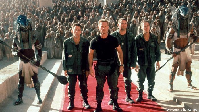 رولاند امریش در سال ۱۹۹۴ توانست در فیلم استارگیت از ستارگان معروفی چون کرت راسل بهره گیرد. این فیلم که به ویژه به خاطر جلوههای ویژهاش جوایزی نیز به دست آورد، با بودجهای بالغ بر ۵۵ میلیون دلار ساخته شد و در سینماهای جهان بیش از ۱۹۶ میلیون دلار فروش داشت. قرار است نسخهای جدید از این فیلم به عنوان نخستین بخش از یک سهگانه ساخته شود. این بار هم امریش روی صندلی کارگردانی خواهد نشست.