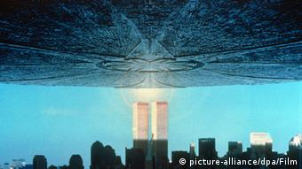 Spaceship in the movie Independence Day. (Photo: picture-alliance/ dpa/ Film)