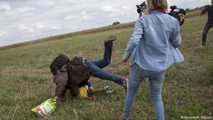 Венгерская журналистка подставила подножку сирийскому беженцу