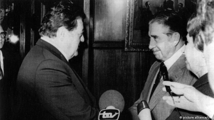 Deutschland Chile Franz Josef Strauss bei Pinochet (picture alliance/UPI)