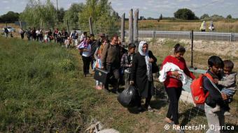 Ungarn Flüchtlinge bei Roszke (Reuters/M. Djurica)