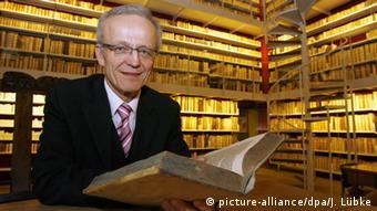 Wolfenbüttel - Direktor der Herzog August Bibliothek Helwig Schmidt-Glintzer (picture-alliance/dpa/J. Lübke)