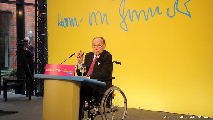 Deutschland Hans-Dietrich Genscher in der Parteizentrale der FDP in Berlin