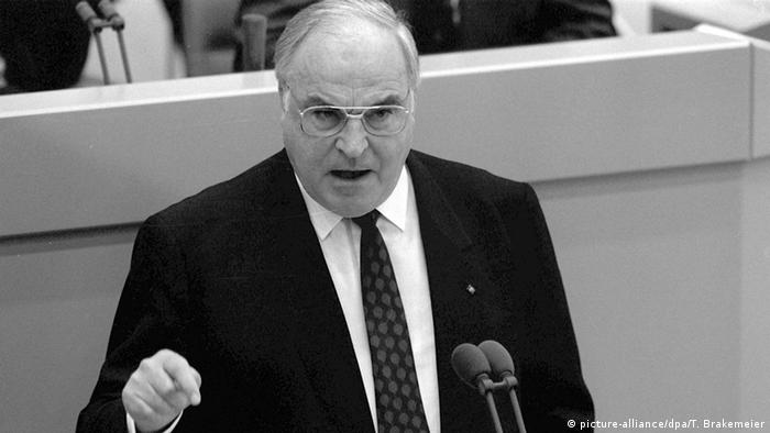 Chancellor Helmut Kohl presenting his 10 Point plan for German reunification to the German Bundestag in 1989, Copyright: picture-alliance/dpa/T. Brakemeier