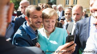 Η σέλφι της καγκελαρίου Μέρκελ τον Σεπτέμβριο του 2015 έκανε τον γύρο του κόσμου