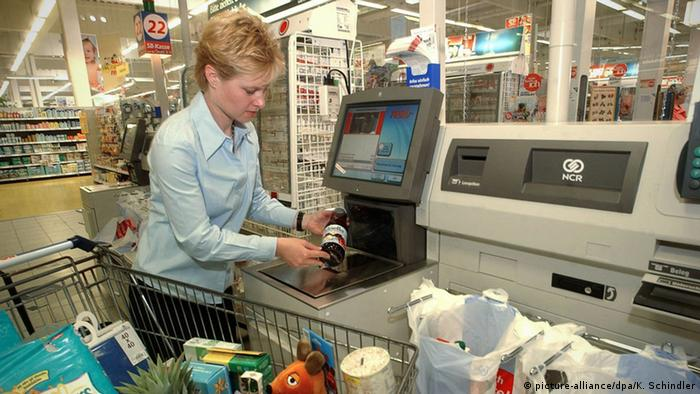 Autoatendimento em supermercado alemão