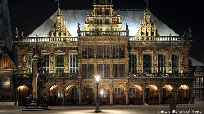 Бременская ратуша в ночное время