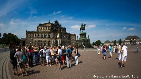 Dresden-Tourismus (picture-alliance/dpa/A. Burgi)