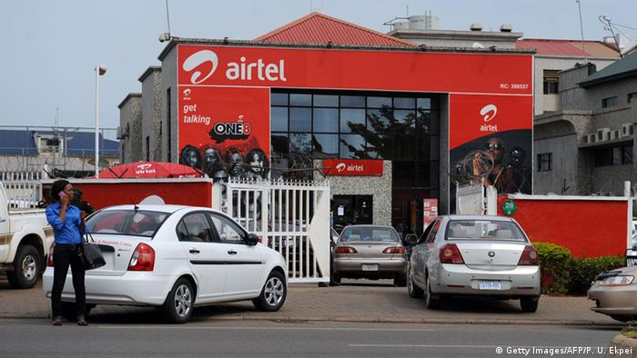 Indiens Einsatz in Afrika Airtel Logo in Abuja Nigeria (Getty Images/AFP/P. U. Ekpei)