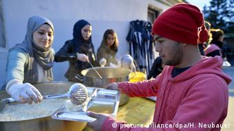 Österreich Muslimische Freiwillige Helfer für Flüchtlinge