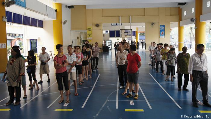Singapur Wahlen Wähler Bürger Warteschlange