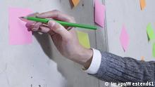 Symbolbild Beschriftung Zettel Deutsch lernen