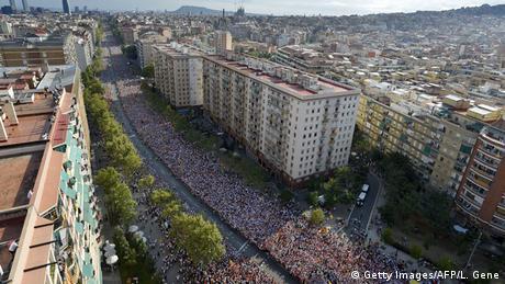 Barcelona Demonstration Katalonien Nationalfeiertag Fahne (Getty Images/AFP/L. Gene)