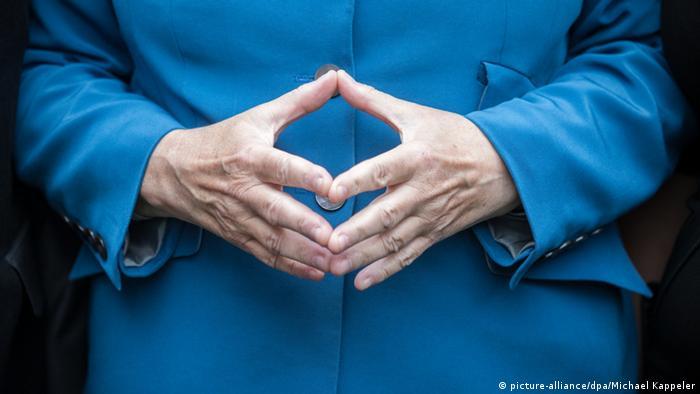 Symbolbild Angela Merkel Merkel Raute Merkelraute