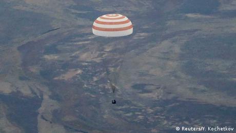 Sojus-Kapsel mit ISS-Crew auf dem Weg zur Landung in Kasachstan
