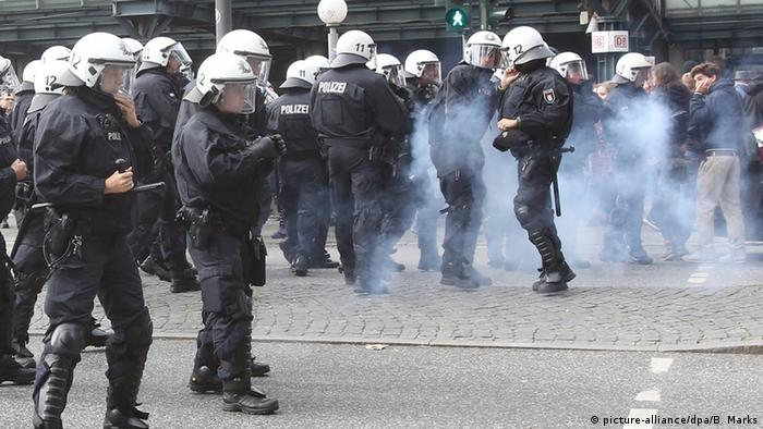 Riot police outside Hamburg railway station Photo: Bodo Marks/dpa