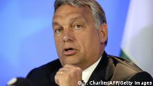 Bildunterschrift:Hungary's Prime Minister Viktor Orban speaks during a press conference at the European Union (EU) Council building in Brussels, on September 3, 2015. Orban warned on September 3 that the wave of mostly Muslim refugees coming to Europe threatens to undermine the continent's Christian roots -- an idea rejected by German Chancellor Angela Merkel -- and insisted the migrant crisis was a German problem, not a European one as he defended his government's handling of thousands of refugees flooding into his country. AFP PHOTO / THIERRY CHARLIER (Photo credit should read THIERRY CHARLIER/AFP/Getty Images)