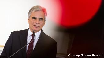 Όχι σε μια Αυστρία κέντρο αναδιανομής προσφύγων, δηλώνει ο αυστριακός καγκελάριος Φάιμαν