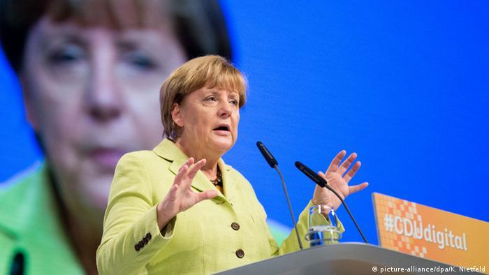 Bundeskanzlerin Angela Merkel beim Mitgliederkongress #CDUdigital zur Digitalisierung (picture-alliance/dpa/K. Nietfeld)