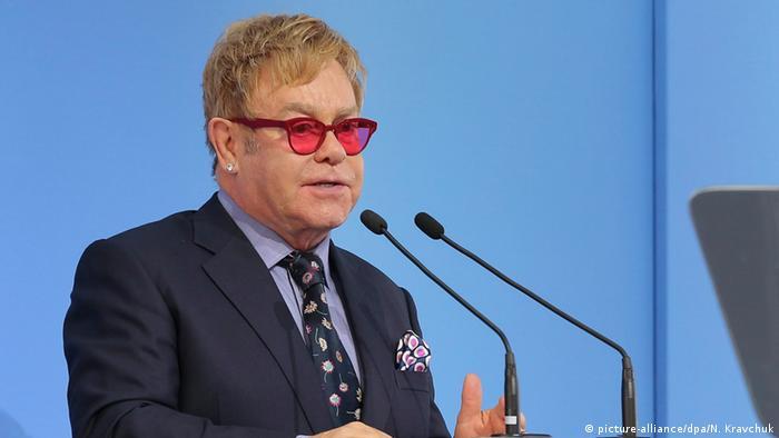 Елтон Джон під час виступу в Києві