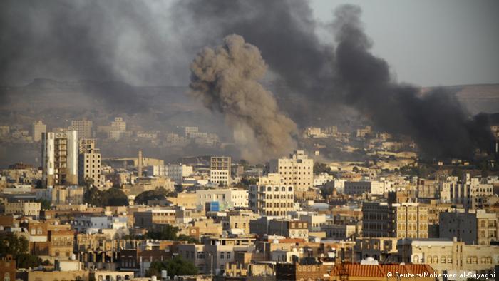 Die arabische Militärallianz griff am Samstag einen Stützpunkt der Huthi-Rebellen in Sanaa an (Foto: rtr)