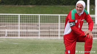 نیلوفر اردلان کاپیتان تیم ملی فوتسال زنان که به دلیل مخالفت شوهرش نتوانست به مالزی برود