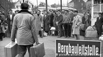 Δεκαετία του '60: Χιλιάδες Έλληνες εργάζονται σε εργοστάσια και ανθρακωρυχεία στην βιομηχανική κοιλάδα του Ρουρ