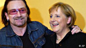 Angela Merkel und Bono in Davos Schweiz World Economic Forum
