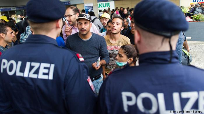 German police with refugees at Austrian border