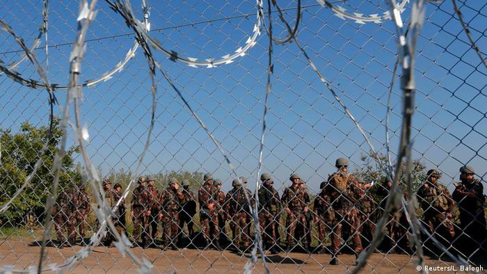 Ungarn Soldaten an der Grenze bei Röszke