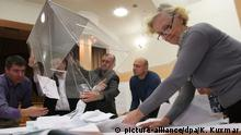 2699245 09/13/2015 Election commission members count ballots at a polling station in Novosibirsk on Unified Election Day. Kirill Kuxmar'/RIA Novosti