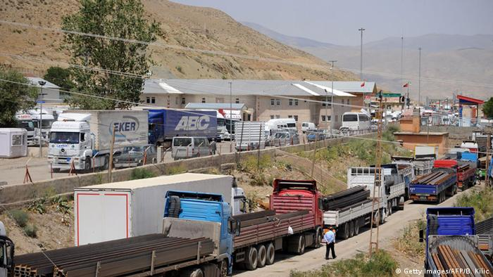 Traffic at the Esendere checkpoint on the Iran-Turkey border (Getty Images/AFP/B. Kilic)