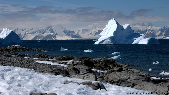 Ice in Antarctica. (Photo: Institut für Klimafolgenforschung)