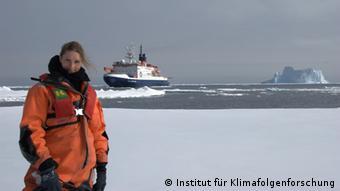 Ricarda Winkelmann in Antarctica. (Photo: Institut für Klimafolgenforschung Die Antarktis)
