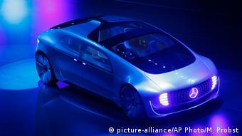 H Dainler παρουσιάζει μια πρόταση για την αυτοματοποιημένη αυτοκίνηση στην ΙΑΑ 2015