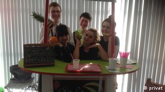 Schüler mit Obst