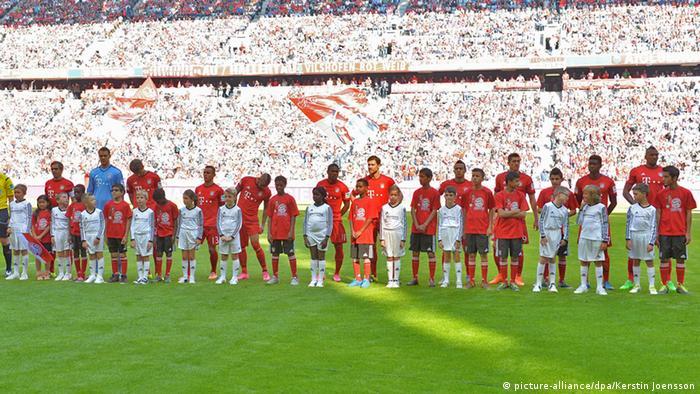 Bundesliga FC Bayern München Flüchtlinge Kinder Maskottchen Flüchtlingskinder