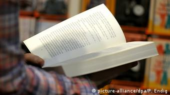 Person reading a book, Copyright: picture-alliance/dpa/P. Endig