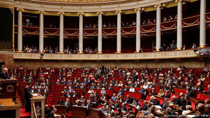 Paris Nationalversammlung Debatte Luftschläge Syrien IS