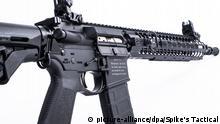 Sturmgewehr mit christlichem Bibelspruch