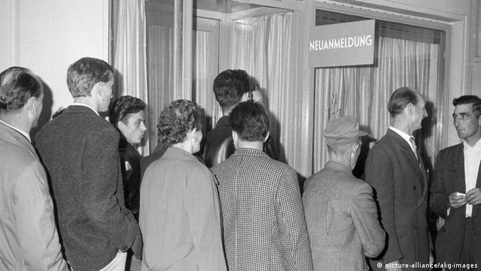 West-Berlin 1961 Meldestelle DDR Bürger Deutsch-Deutsche Migration