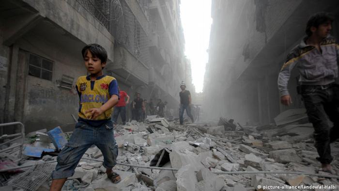 Syrien Aleppo Explosionen Menschen auf der Flucht