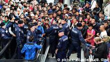 Österreich Salzburg Hauptbahnhof Flüchtlinge Polizei Grenze