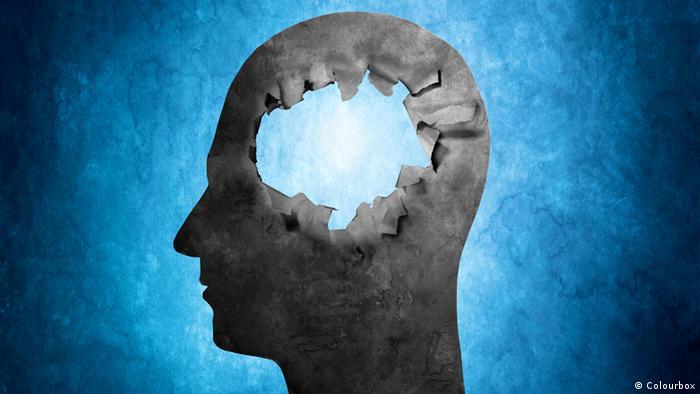 Estudo sugere relação entre bactéria da gengiva e Alzheimer