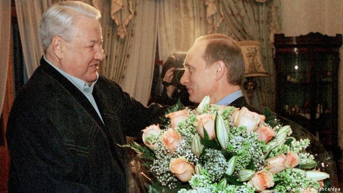 Russland Boris Jelzin und Wladimir Putin in Moskau (picture-alliance/dpa)