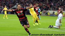 Fußball Champions League - Gruppe E: Bayer 04 Leverkusen - BATE Borissow am 16.09.2015 in der BayArena in Leverkusen (Nordrhein-Westfalen). Leverkusens Javier Hernández feiert das 3:1. Foto: Federico Gambarini/dp