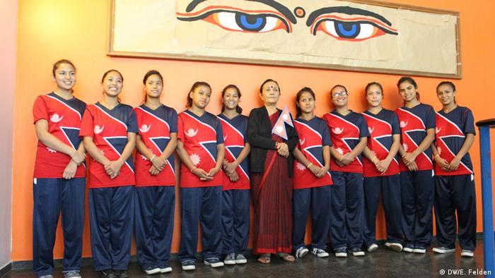 Workshop von Maiti Nepal mit Schülerinnen und Schülern der Elly-Heuss-Kapp-Realschule in Köln-Mülheim