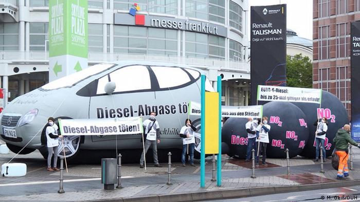 Deutsche Umwelthilfe protestiert vor der IAA gegen Luftverschmutzung